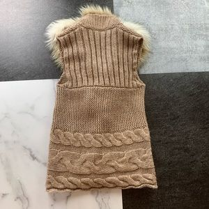 LOFT Sweaters - LOFT Faux Fur Cable Knit Sweater Vest XS Tan EUC